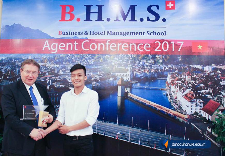 đại diện tuyển sinh xuất sắc trường BHMS