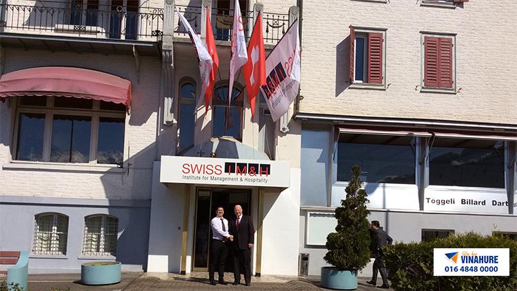 tư vấn du học Vinahure thăm trường Swiss Im&H