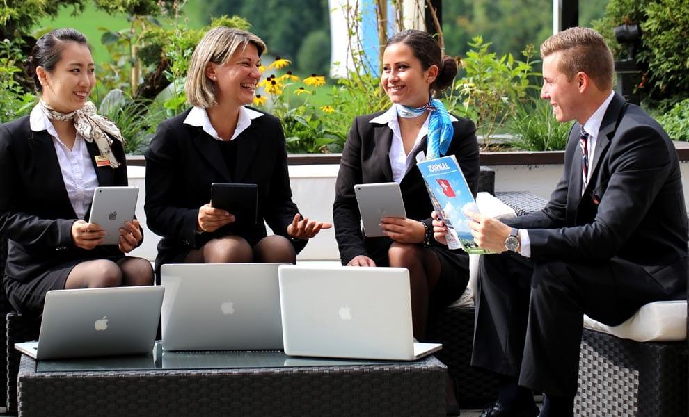 Sinh viên HTMi Thụy Sĩ - Vinahure